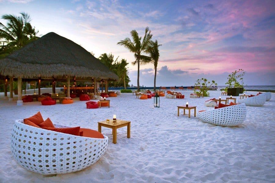 Вечером на пляже Мальдив