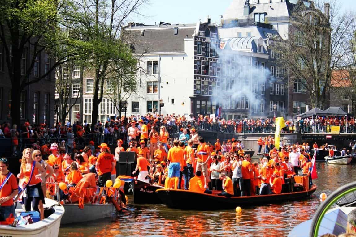Празднования дня Королевы в Голландии