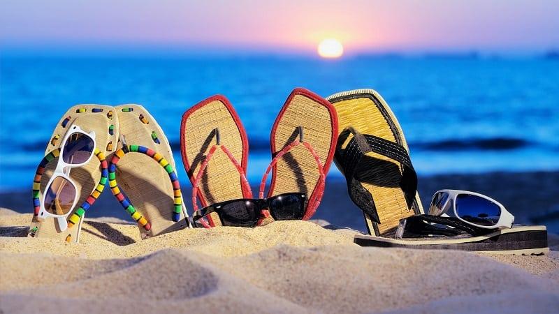 Шлепки на пляже