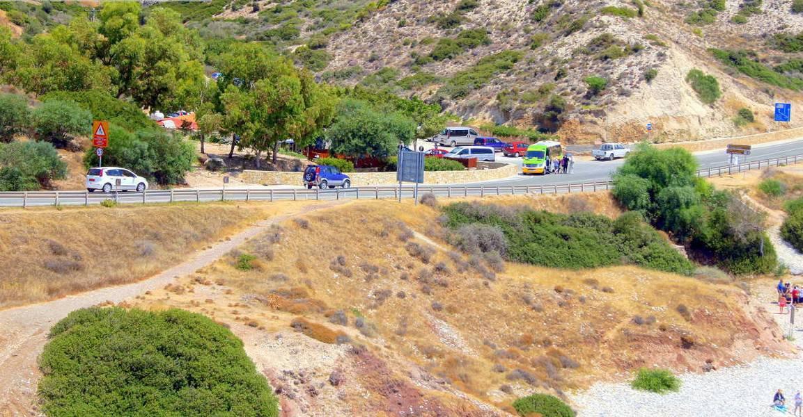 Дорога у пляжа в Пафосе