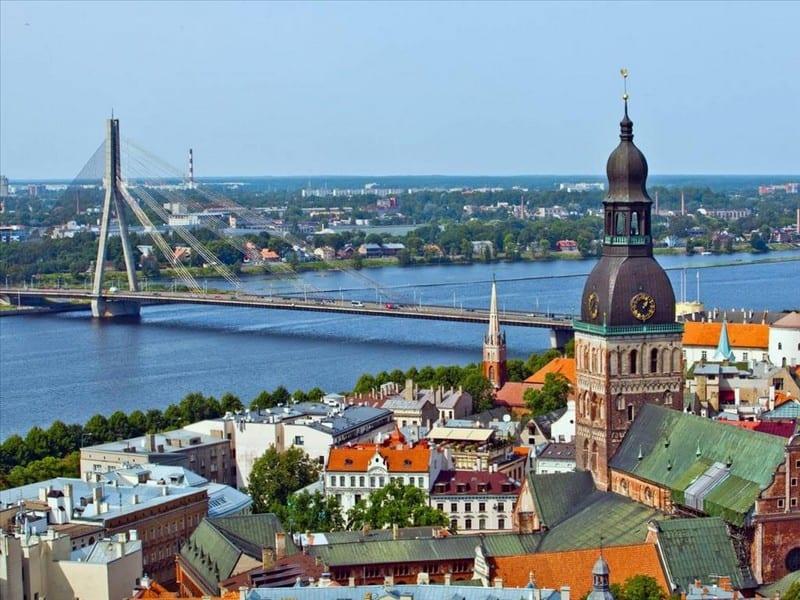 Рига - центр города. Мост через Даугаву