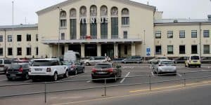 Аэропорт Вильнюса: Стоянка напротив входа