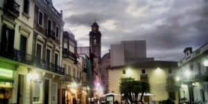 Каса дель Сальвадор на площади в Калелье