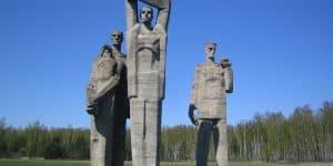 Скульптуры памяти погибшим в Саласпилсе
