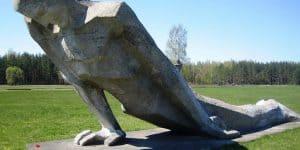 Скульптуры памяти погибшим