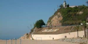 Пляж рядом с маяком