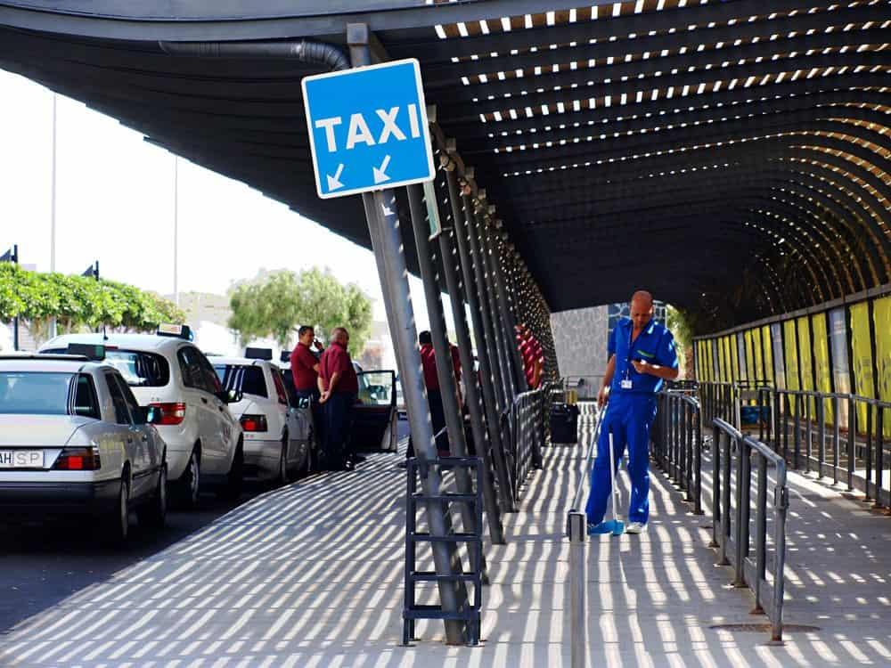 Стоянка такси в аэропорту Тенерифе