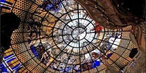 Необыкновенный стеклянный потолок