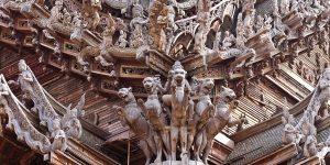 Для скульптур использована ценная древесина