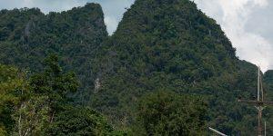 Вершина, где расположена статуя Будды и ступа