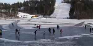 Каток на озере