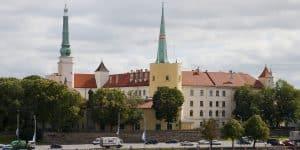 Вид на замок с Даугавы