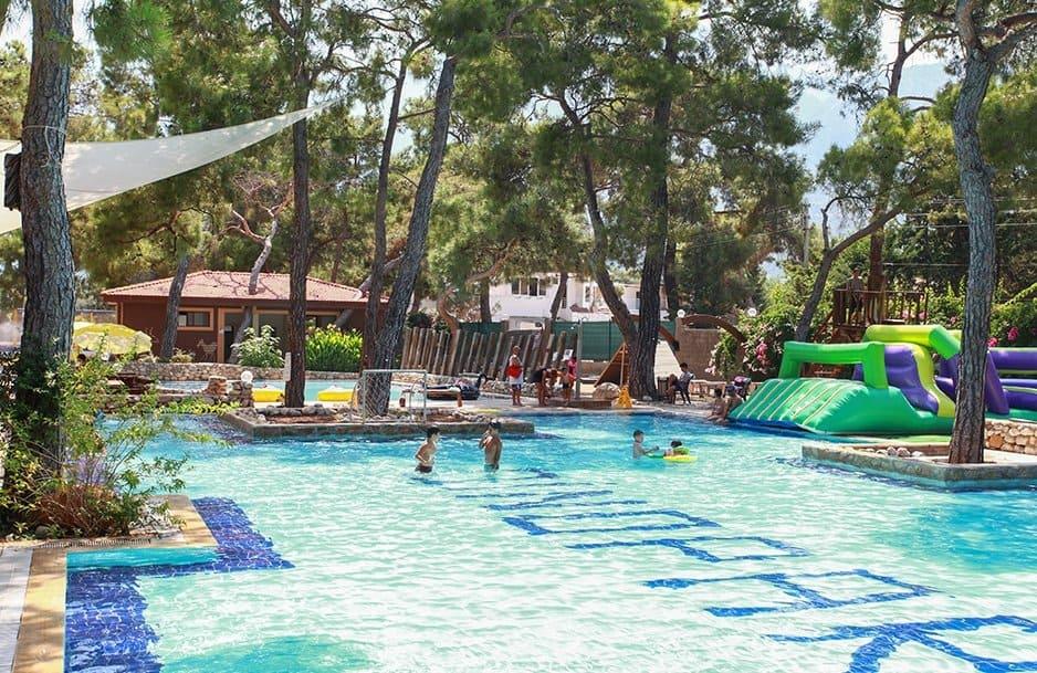 Водные атракционы в Дино парке