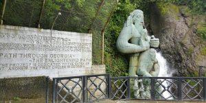 Водопад и скульптура Андрея Первозванного