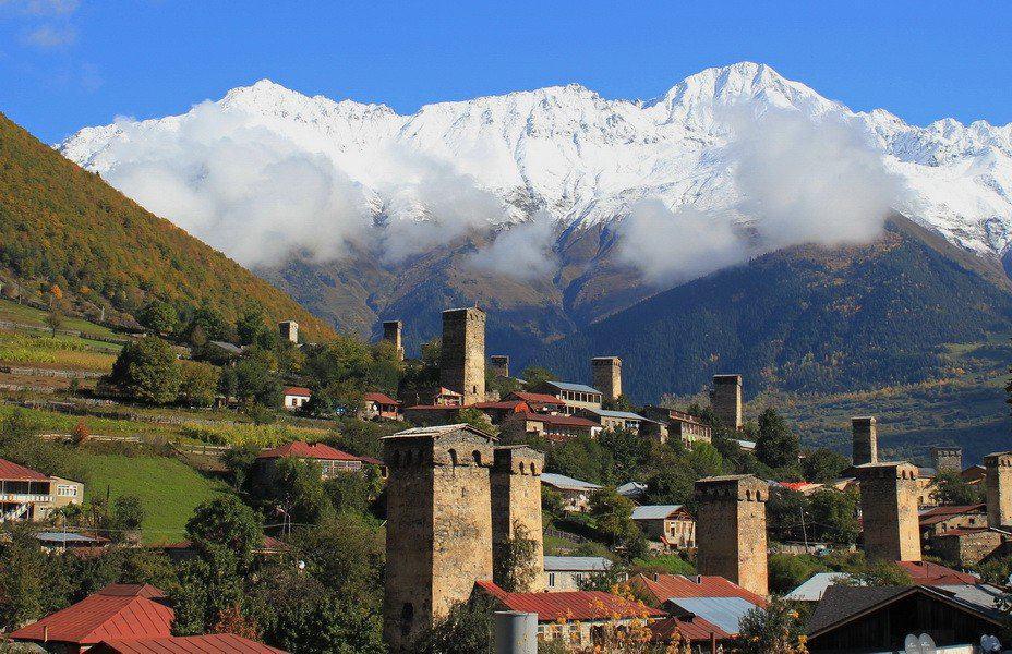 Поселок среди гор