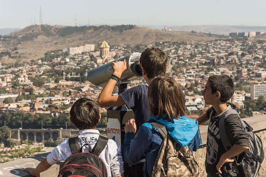 В Тбилиси семьёй
