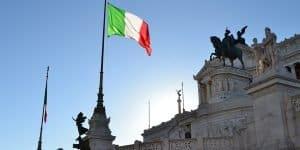 У площади Венеции