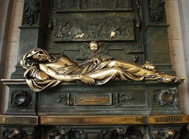 Скульптура Спящего рыцаря