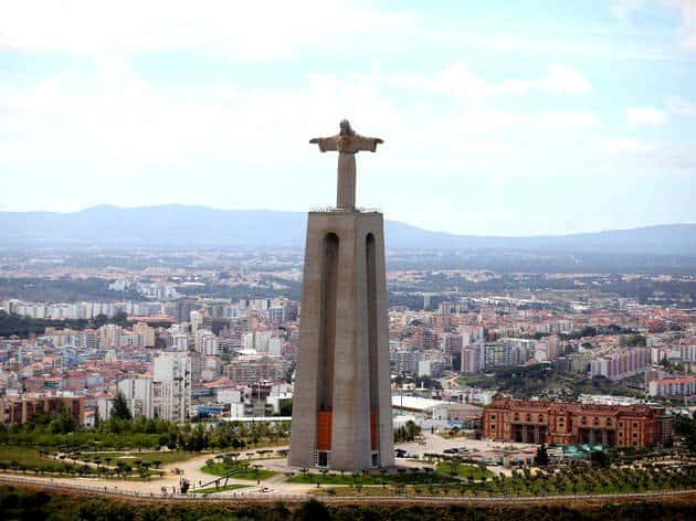 Статуя Христа