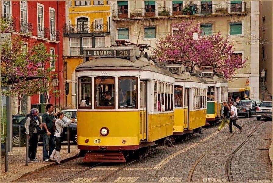 Трамвай № 28