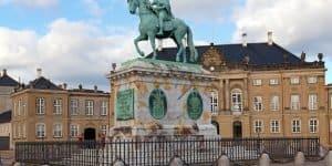 Памятник королю Фредерику Пятому