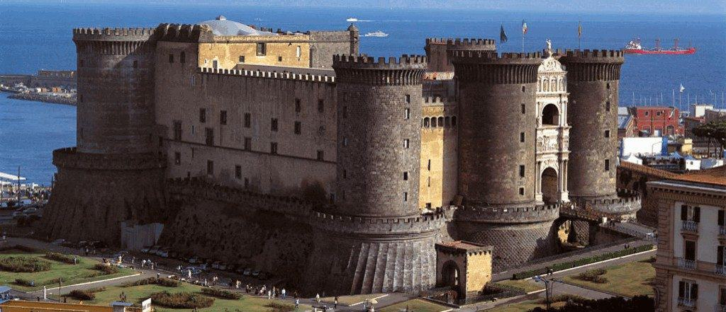 Замок де Нуово в Неаполе - общий план