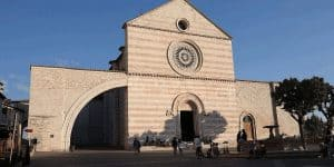 Фасад собора Санта Кьяра
