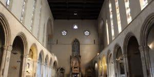 Интерьер собора Санта Кьяра