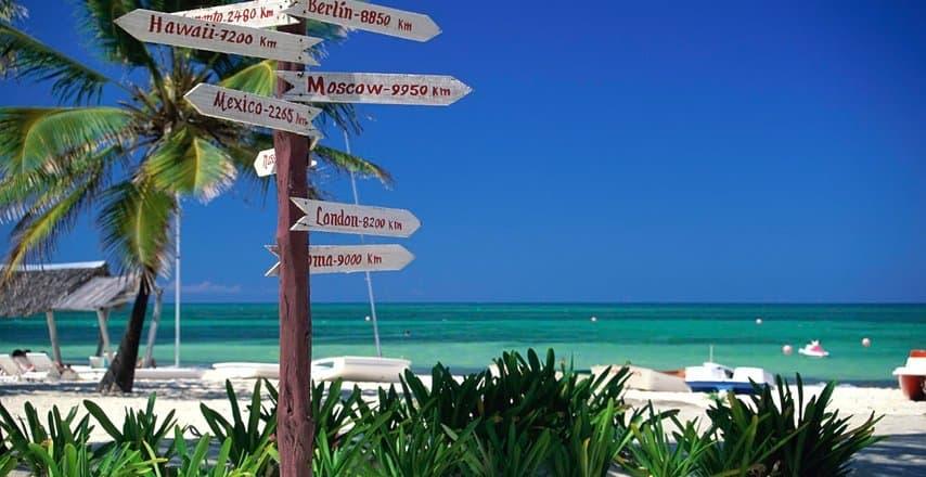 Указатели на пляже Санта Лусия на Кубе
