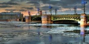 Дворцовый мост красив в любое время года
