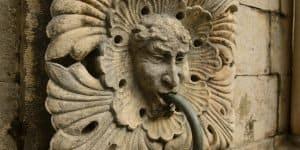Барельефы на фонтане