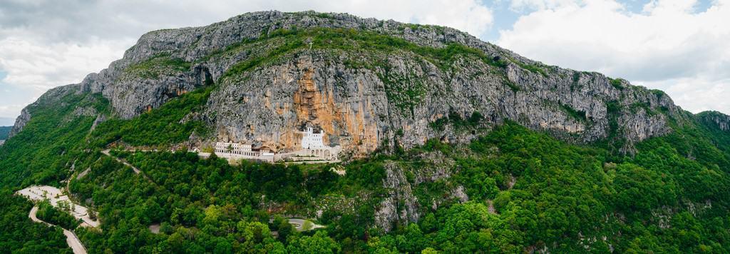 Вид на году и монастырь