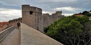 Широкие стены древности