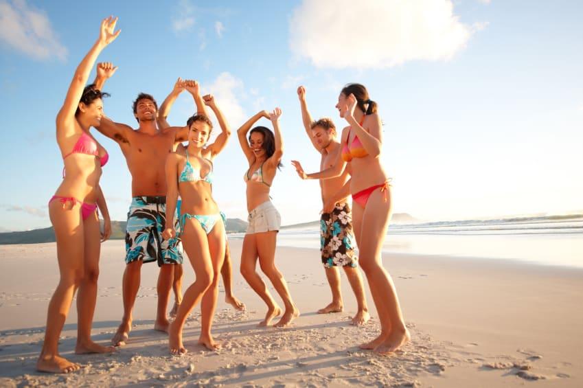 Молодёжная кампания на пляже