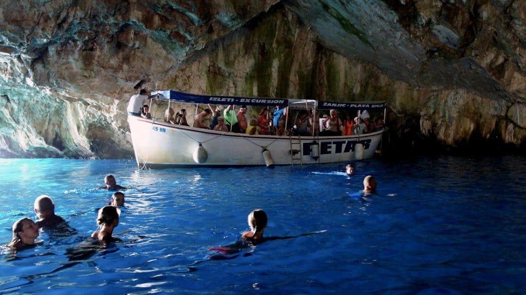 Купание в пещере