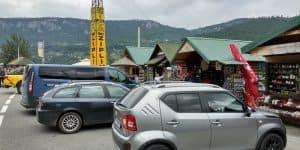 Парковка и сувенирные лавки