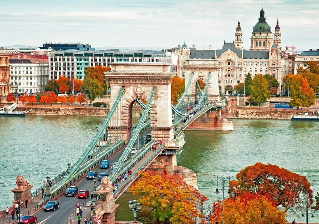 Цепной мост в Будапеште на ноябрьские праздники