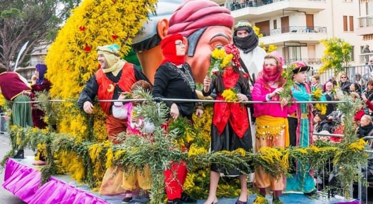 Парад на празднике мимозы в Черногории