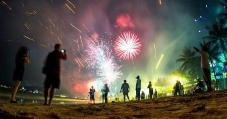 Пляж Пхукета в новогоднюю ночь