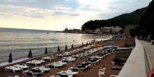 Узкий пляж