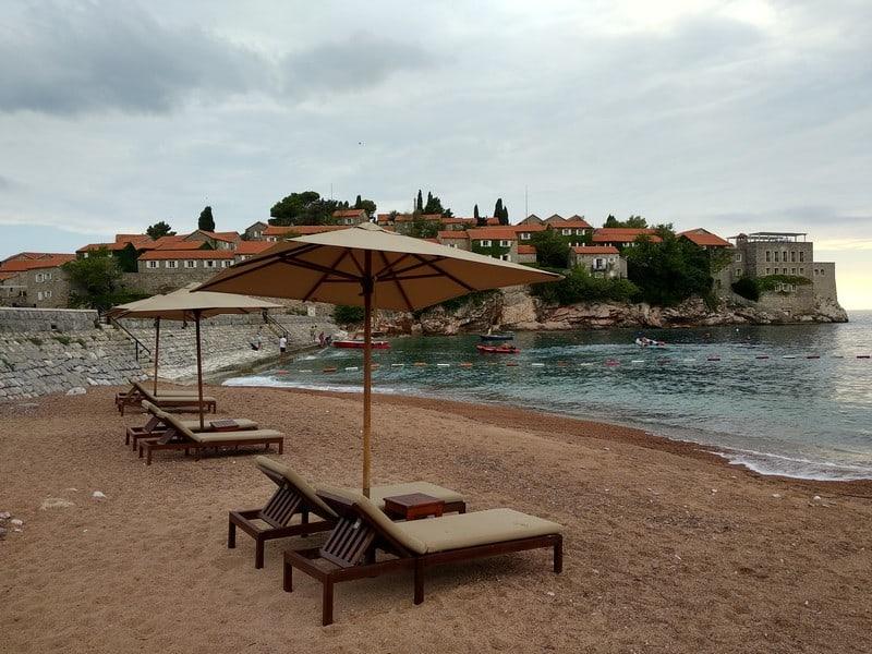 Пляж постояльцам отеля