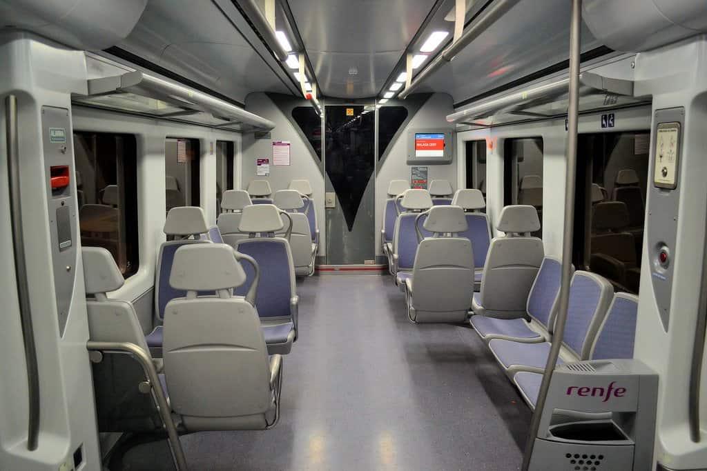 Поезд Аэропорт - Барселона внутри