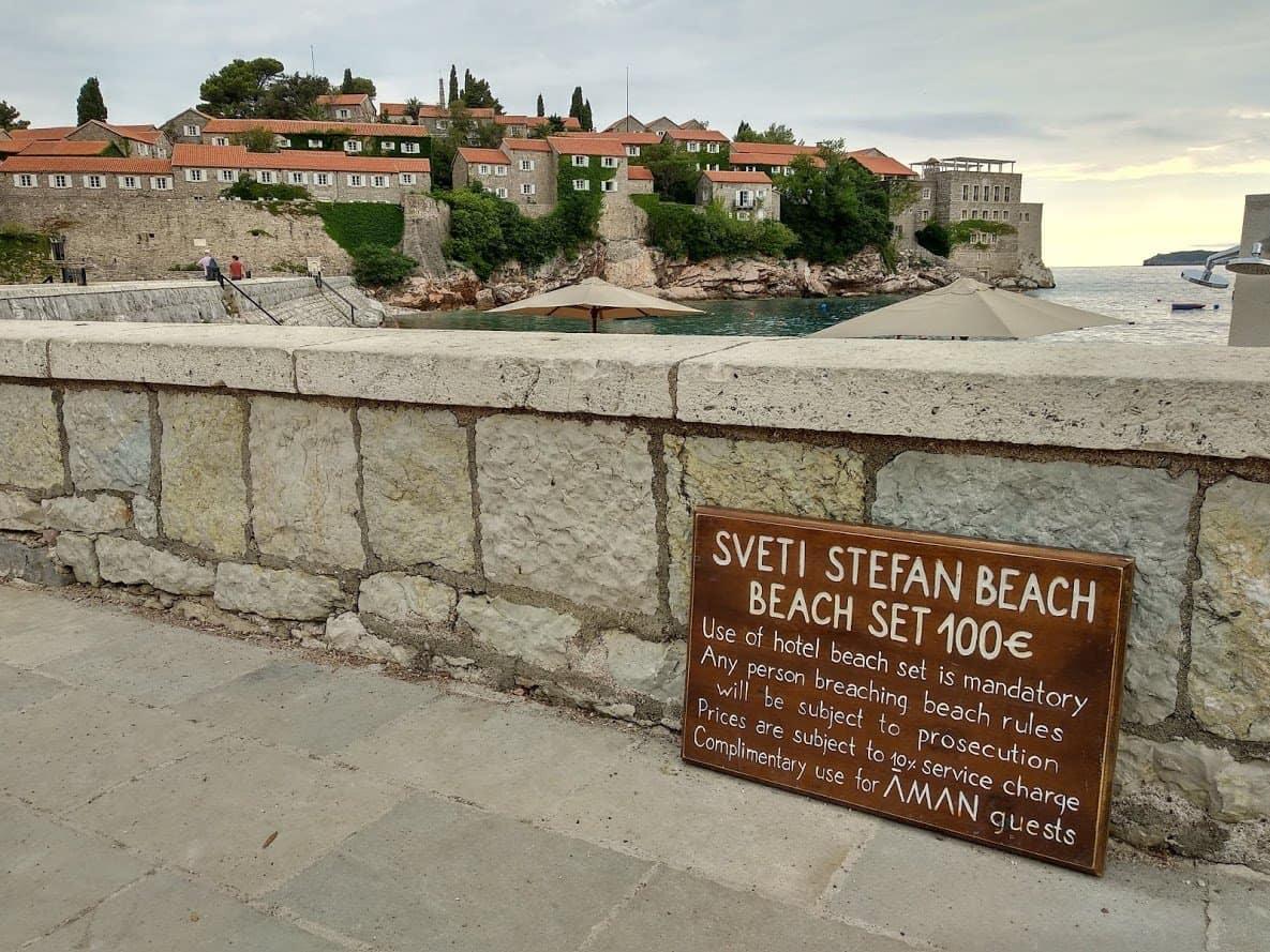 Платный пляж в Святом Стефане