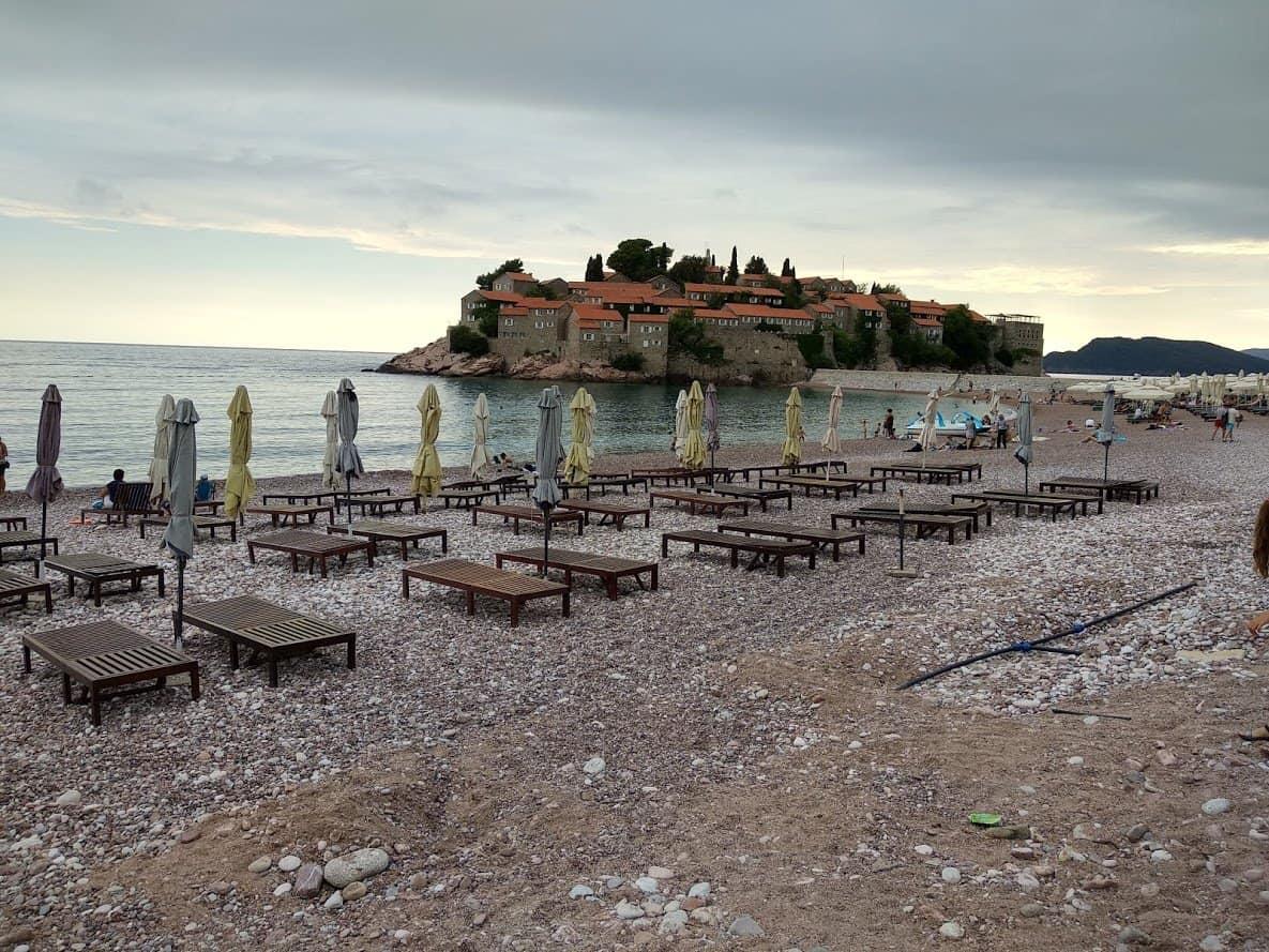 Общественый пляж в св. Стефане