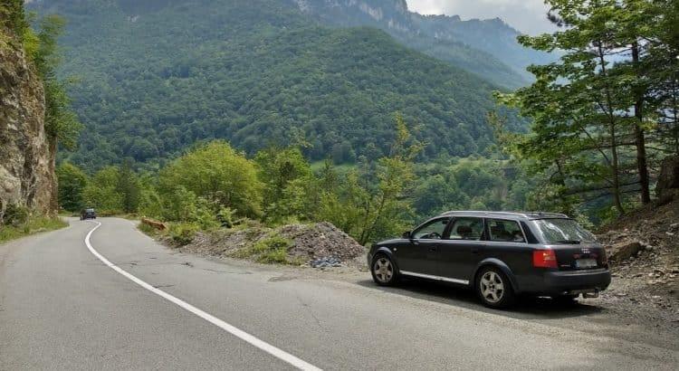 Audi Allroad в каньоне реки Тара