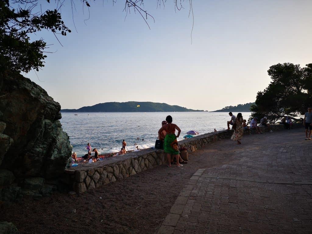 Вид на бухту из Рафаиловичей