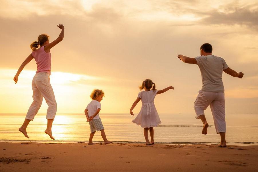 красивые фото семьи с детьми со спины проводы