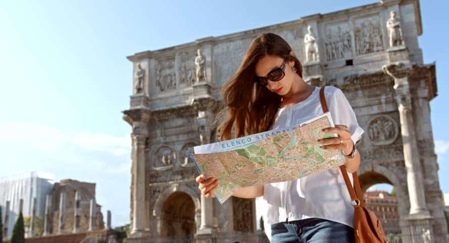 Женщина турист в Риме