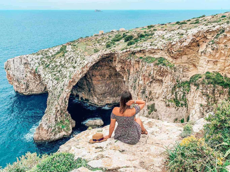Мальтийское побережье и девушка