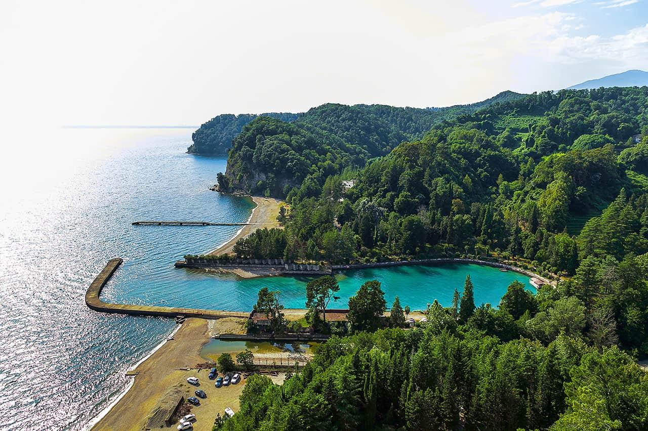 Панорамный вид побережья в Абхазии, Пицунда